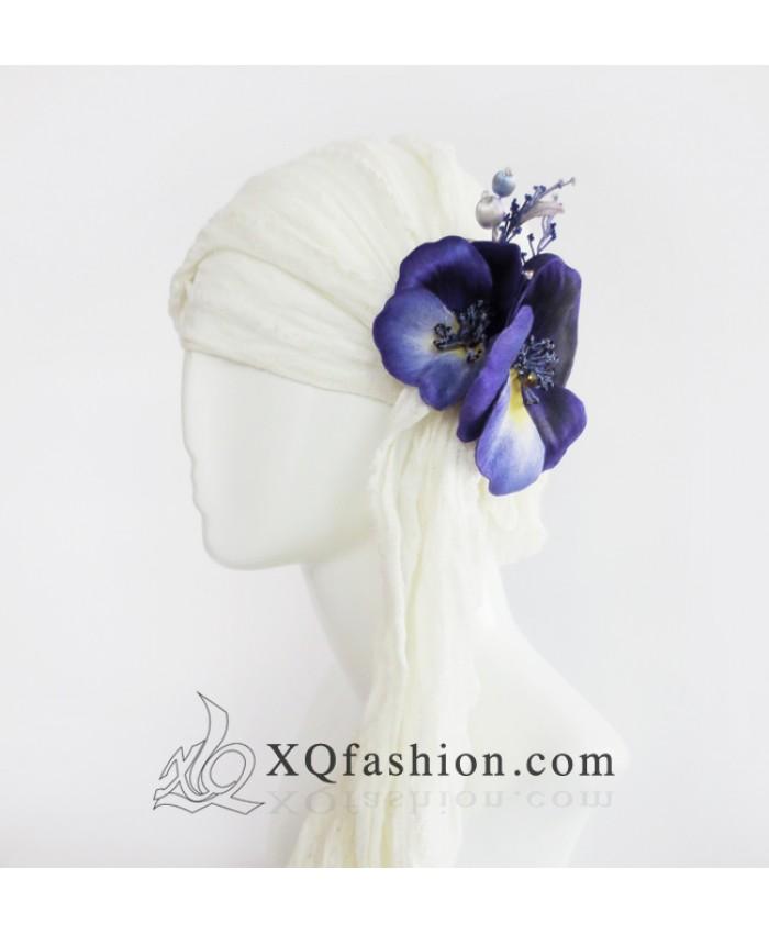 Hoa Pensses cài tóc tím